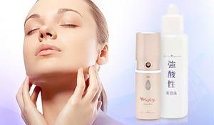 メイクの上からでも肌に潤いをプラスできる携帯ミスト。敏感肌や乾燥肌の人にもおすすめの強酸性水を使用し、ぷるぷるとしたつや肌へ《パフィリィ ハンディーミスト》