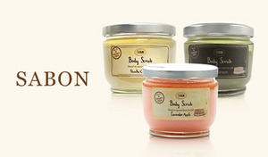 【選べる4種の香り】一度使えばそのすべすべ感に心奪われる《サボン ボディスクラブ 600g》ミネラル豊富な死海の塩を使用。自然の恵みがたっぷりと詰まったオイルの保湿効果で、シルクのようななめらかな肌に導く