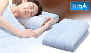 暑い夜の必需品。ひんやりクールで熱帯夜も快適《SLEEple ひんやりタッチハーフケット》便利な5つの機能で、省エネしながら良質な眠りを確保