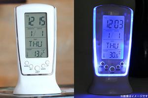 50%OFF【1,280円】≪☆送料無料☆時間、日付、曜日、温度、アラーム、カラースクリーンが表示される温湿度計☆省エネ仕様のバックライト機能付き♪寝室で活躍!「LED青く光る目覚まし時計」≫