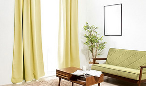 【3サイズ・4色展開/送料込み】99.9%の遮光率で、太陽光や紫外線をしっかり防ぐ。汚れが気になった時に洗濯機で丸洗いでき、お手入れもラクラク《1級遮光カーテン 2枚組》
