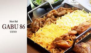 【180分飲み放題付き】本場韓国の料理人監修の本格「チーズダッカルビ」、「からあげグランプリ金賞ピリ辛唐揚げ」など人気メニューが満載《チーズダッカルビコース+180分飲み放題》ブラウンを基調としたお洒落なくつろぎ空間