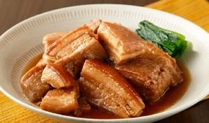 【訳あり/送料込み】形不ぞろいのためお買い得。箸で切れるほど柔らかい《沖縄名物らふてぃ 切り落とし1kg》濃厚な豚の脂と甘辛い醤油味は、ご飯のおともにはもちろん、お酒のおつまみにも