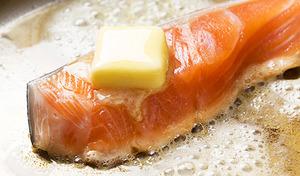 【送料込み/訳あり】原料は身質・脂乗りのよいものだけを厳選したプレミアム品《銀鮭切り落とし2kg(500g×4袋)》製造する過程で出てきてしまう切り落としのため訳あり