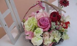 【最大52%OFF】季節のお花で、可愛い作品を作ろう≪フラワーアレンジメント体験レッスン/他1メニュー≫女性限定 @belleフラワーズ
