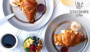 【9:00~10:45で利用可/シャンパン付き】一度食べたらやみつき。カリカリベーコンに甘いキャラメリゼソースの意外な組み合わせに感動。日本初上陸のクロワッサンフレンチトーストで贅沢な朝を《モーニングセット》予約不要