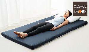 【送料込み/2色展開】程よい硬さの高反発ウレタンが、スムーズな寝返りをサポート。床の上に敷いても底付き感を感じにくく、心地よい眠りへと導く《寝返りしやすい高反発3つ折りマットレス》