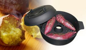生のサツマイモを入れて火にかけるだけの手軽さで、熱々ホクホクの焼きいもが完成。ヘルシーな食事のメインにもなる蒸し野菜の調理も楽しめる、こだわり鉄鍋《焼きいも鍋 いも次郎》