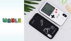 【3種展開】裏返すと実際にレトロ風ゲームが遊べるiPhoneケース。携帯型ゲーム機をモチーフにした、遊び心のあるデザイン《レトロ風ゲームが遊べるiPhone用ケース「WANLE」》
