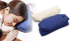 お昼寝やテレビ鑑賞に最適。小ぶりの枕を2つ、並べたり重ねたりしてお好みの高さに調整可能。風通しのよいストローパイプ内蔵で快適な使い心地《ごろ寝枕 ころね》