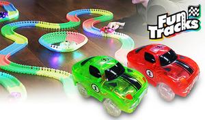 【2色展開】自由に曲げられるカラフルなパーツで、自分好みのレーシングコースを。LEDライト付きのレースカーは、暗闇で走らせても迫力満点《ファントラックスセット》
