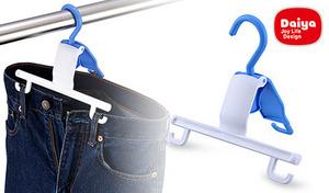 洗濯バサミを使わずに、サッとパンツが干せる《ダイヤ ベルトループハンガー 5個セット》ベルトループにフックを引っ掛けるだけ。ウエストに空間ができ、乾きにくい部分もしっかり乾燥