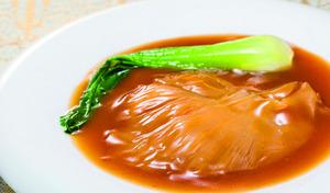 【送料込み/訳あり】高級珍味「ふかひれ」を、こだわりのダシとスープで煮込んだ絶品料理をご自宅で《気仙沼ふかひれ姿煮くずれ 160g×4パック》ラーメンにのせるなどアレンジも多彩。ひと手間加えて贅沢なメニューに