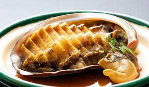 【送料込み】磯の香りが広がるあわびの煮貝《煮あわび 約70g×4個》じっくり時間をかけて仕上げたふっくらやわらかな食感。酒の肴はもちろん、おせちにもぴったり