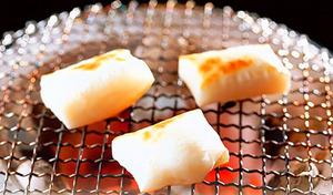 【訳あり/50%OFF/送料込み】国産のもち米を杵つき製法で、コシのあるお餅に仕上げました。シングルパックで保存も便利《国産杵つきもち 切り餅300g(6枚入り)×12袋 計72枚》賞味期限短め