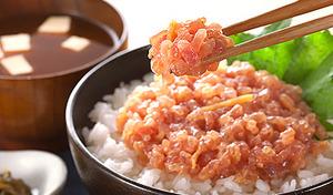 【送料込み】焼津港産天然メバチマグロを、西京味噌とたたき合わせた絶品《静岡焼津港産 天然メバチマグロ&西京味噌 贅沢マグロのなめろう 80g×5パック》手作りならではの粒感を楽しめます