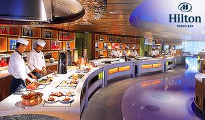 【ランチブッフェ/ヒルトン東京ベイ】リゾートに立つヴィラの広大な庭がイメージ。本格的なアジア各国料理より、お好きなものをお好きなだけ。海老チリソース、お寿司、点心、インドカレーなど約40種【フォレストガーデン メニュー】