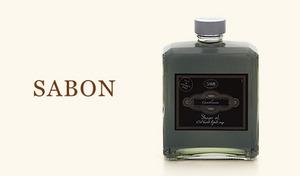 洗練された男性のために開発された、シャワーオイル。気になる毛穴の汚れと皮脂をさっぱり洗い流し、上品なシトラスベースの香りがさわやか《サボン ジェントルマン シャワーオイル 400mL》