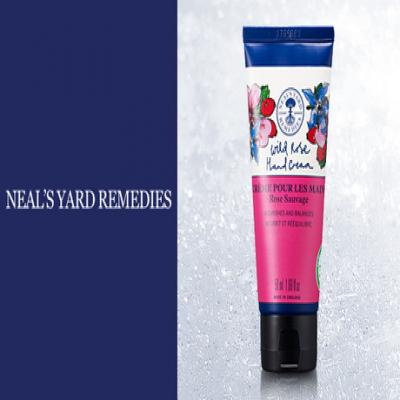 【57%OFF】《ニールズヤードレメディーズ ワイルドローズハンドクリーム 50mL》上質なうるおいを与えて、女性らしいしなやかな手肌に整える。ローズヒップオイル配合のハンドクリーム