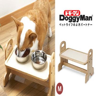 ラクな姿勢で、大切なペットの食事をもっと快適に。ペットの体型に合わせて、テーブルの高さが4段階に調整が可能《ウッディーダイニングM》