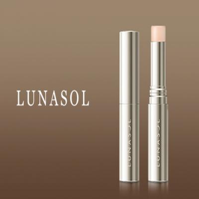 オイルと繊細なパールを配合しみずみずしい上品なツヤ肌に仕上げる。ピンク系のカラーが程よい血色感や透明感を演出《ルナソル ラディアントスティック 01 Sheer》