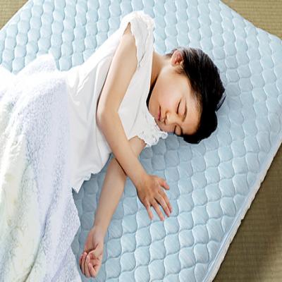 【55%OFF/2色展開/2サイズ展開】いつもの布団に敷くだけでさらりと涼しい。接触冷感素材とハニカムメッシュ生地のW使いで、蒸れにくくひんやりとした寝心地《涼感さわやかクール敷パッド》